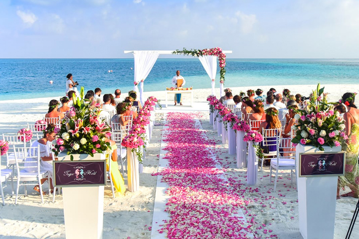Life's a beach when you are getting wed